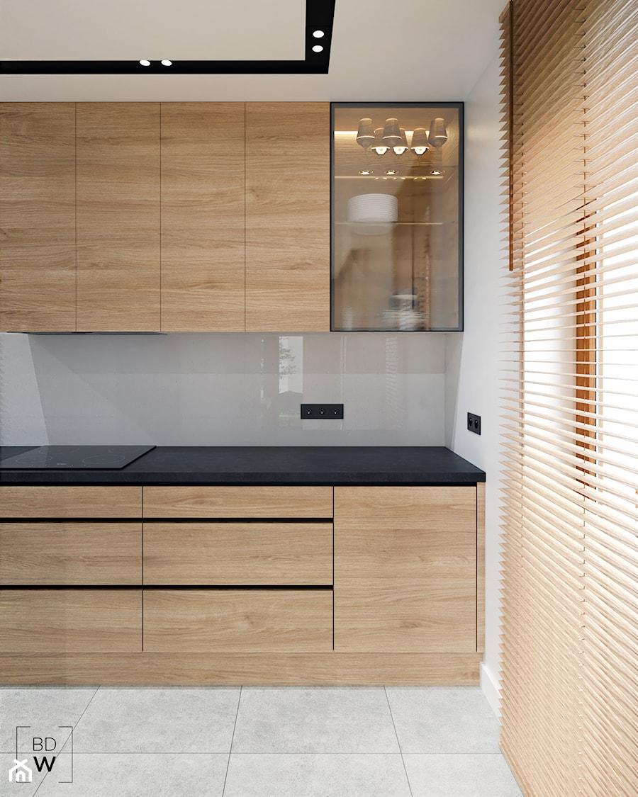 DOM W FIRLEJU - Średnia biała szara kuchnia jednorzędowa z oknem, styl nowoczesny - zdjęcie od BDWstudio