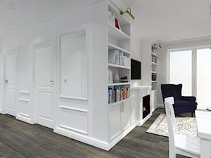 KLASYCZNE MIESZKANIE NA FELINIE - Mały biały salon z jadalnią, styl klasyczny - zdjęcie od BDWstudio