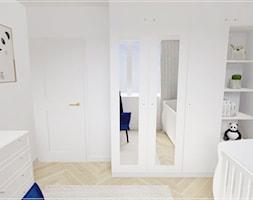 Dwupoziomowe mieszkanie w Rumi - Mały biały szary pokój dziecka dla chłopca dla dziewczynki dla niemowlaka, styl klasyczny - zdjęcie od Beton i Drewno - Studio Projektowania Wnętrz