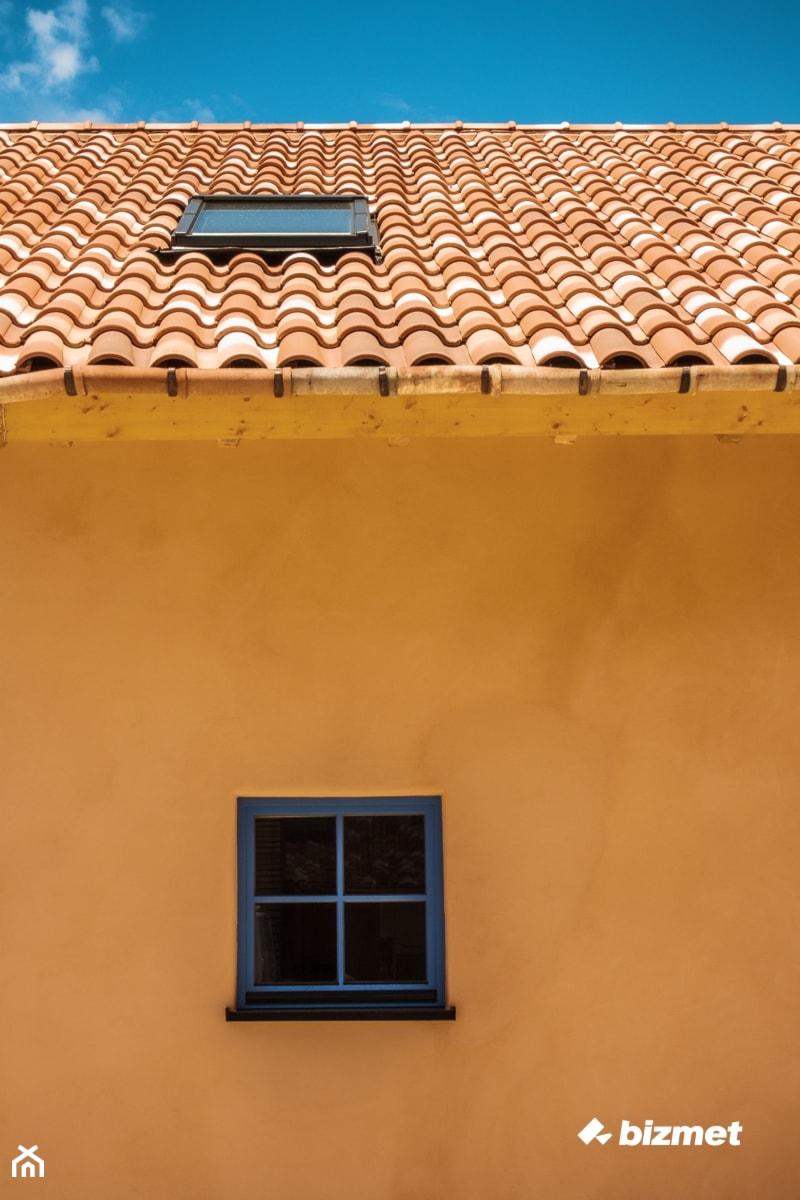 Stolarka drewniana i okno dachowe - zdjęcie od bizmet - okna, drzwi, kominki, bramy