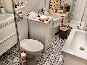 Wnętrze - Mała biała łazienka w bloku w domu jednorodzinnym bez okna - zdjęcie od Healthylifestyle_domi_