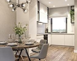Biała kuchnia z czarnymi metalowymi półkami - zdjęcie od Auroom Concept - Homebook