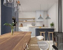 Tradycyjna kuchnia z granatowym akcentem - zdjęcie od Auroom Concept