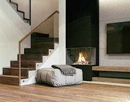 Minimalistyczny salon z czarnym kominkiem i betonem architektonicznym - zdjęcie od Auroom Concept - Homebook