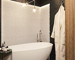 Ciemna łazienka z wanną wolnostojącą - zdjęcie od Auroom Concept - Homebook