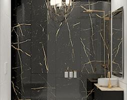 Mała elegancka łazienka z czarno-złotym kamieniem - zdjęcie od Auroom Concept - Homebook