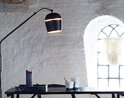 Małe białe biuro pracownia, styl skandynawski - zdjęcie od moremadam.pl - Homebook