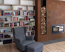 Dom nowoczesny 300m2 - Mały biały brązowy salon z bibiloteczką, styl nowoczesny - zdjęcie od hokum architekci