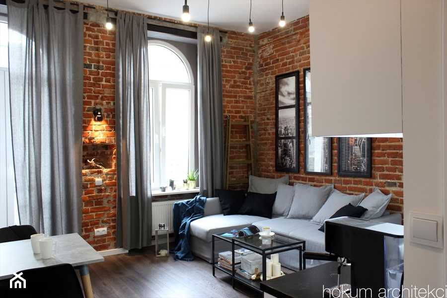 Kawalerka w kamienicy 27m2 - Średni salon z kuchnią z jadalnią, styl industrialny - zdjęcie od hokum architekci