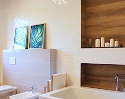 Dom w Zgierzu 150m2 - Średnia łazienka w bloku w domu jednorodzinnym z oknem, styl klasyczny - zdjęcie od hokum architekci