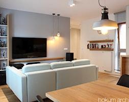 Mieszkanie na Pradze, 78m2 - Mały szary salon z jadalnią, styl industrialny - zdjęcie od hokum architekci