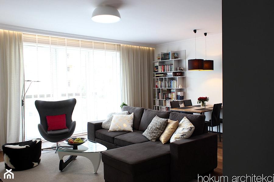 Aranżacje wnętrz - Salon: Apartament dla dwojga 81m2 - Mały biały salon z jadalnią, styl nowoczesny - hokum architekci. Przeglądaj, dodawaj i zapisuj najlepsze zdjęcia, pomysły i inspiracje designerskie. W bazie mamy już prawie milion fotografii!