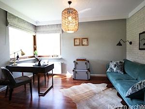 Dom w Izabelinie, 400m2 - Średnie beżowe szare biuro domowe w pokoju, styl nowoczesny - zdjęcie od hokum architekci
