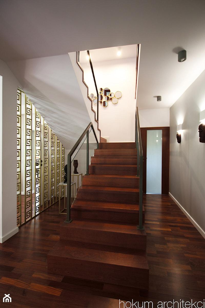 Dom w Izabelinie, 400m2 - Schody, styl nowoczesny - zdjęcie od hokum architekci