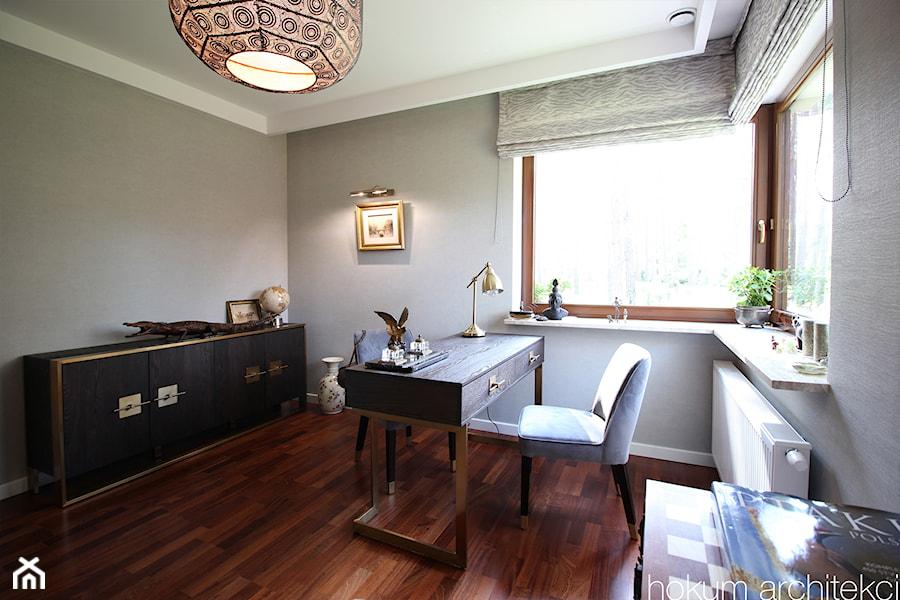 Dom w Izabelinie, 400m2 - Średnie szare biuro domowe w pokoju, styl nowoczesny - zdjęcie od hokum architekci