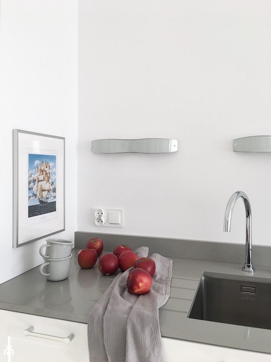 Konkurs O!Twórz Mieszkanie - Mała zamknięta szara kuchnia jednorzędowa, styl nowoczesny - zdjęcie od Porta Drzwi