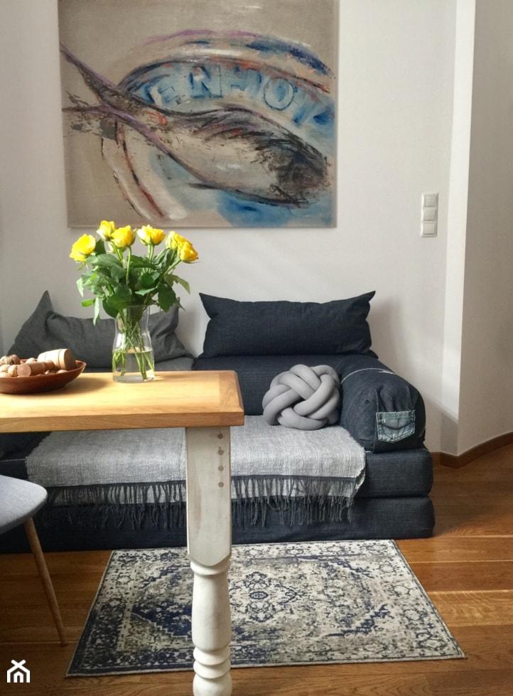 Konkurs O!Twórz Mieszkanie - Mały biały salon z jadalnią, styl eklektyczny - zdjęcie od Porta Drzwi
