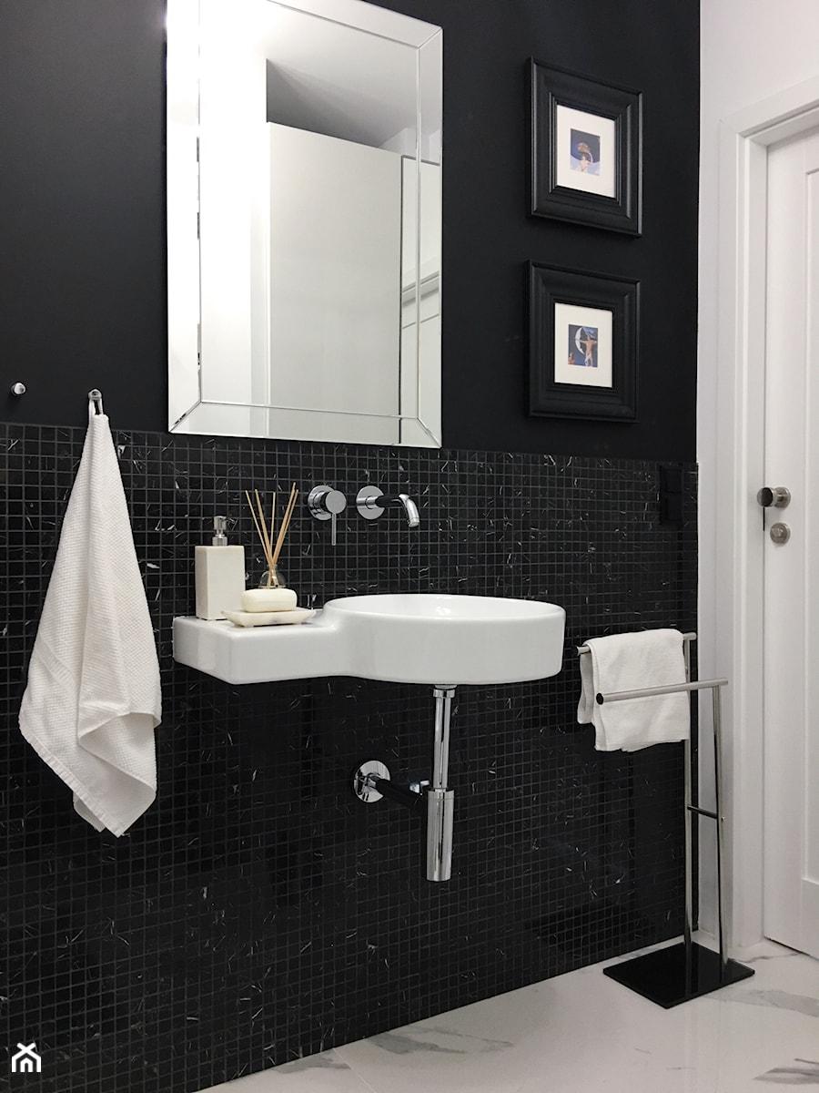 Konkurs O!Twórz Mieszkanie - Biała czarna łazienka w bloku w domu jednorodzinnym, styl eklektyczny - zdjęcie od Porta Drzwi