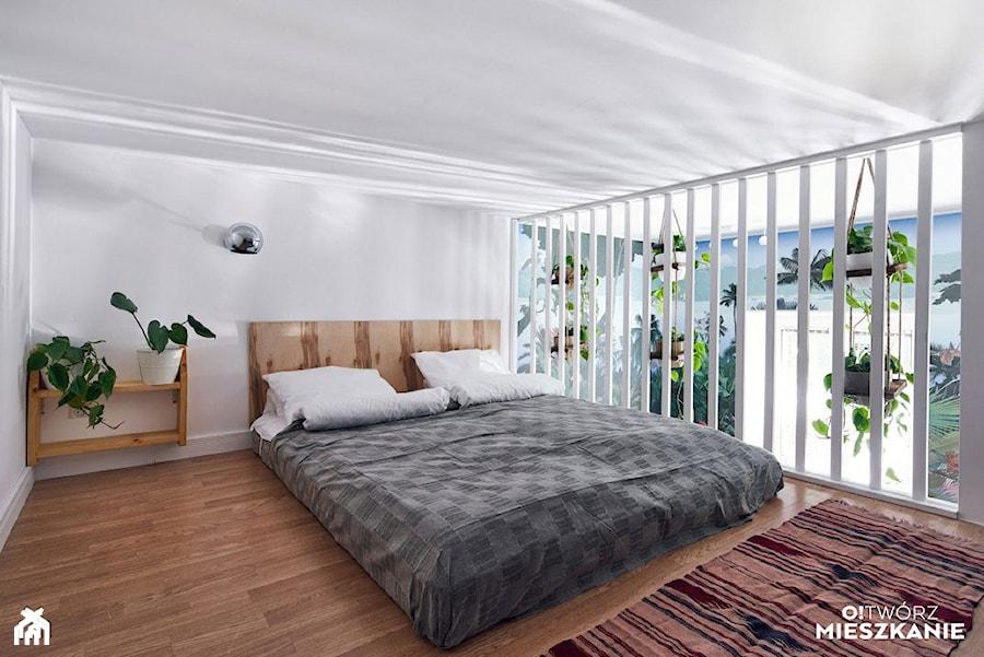 Inspiracje - Średnia biała sypialnia małżeńska na antresoli, styl nowoczesny - zdjęcie od Porta Drzwi