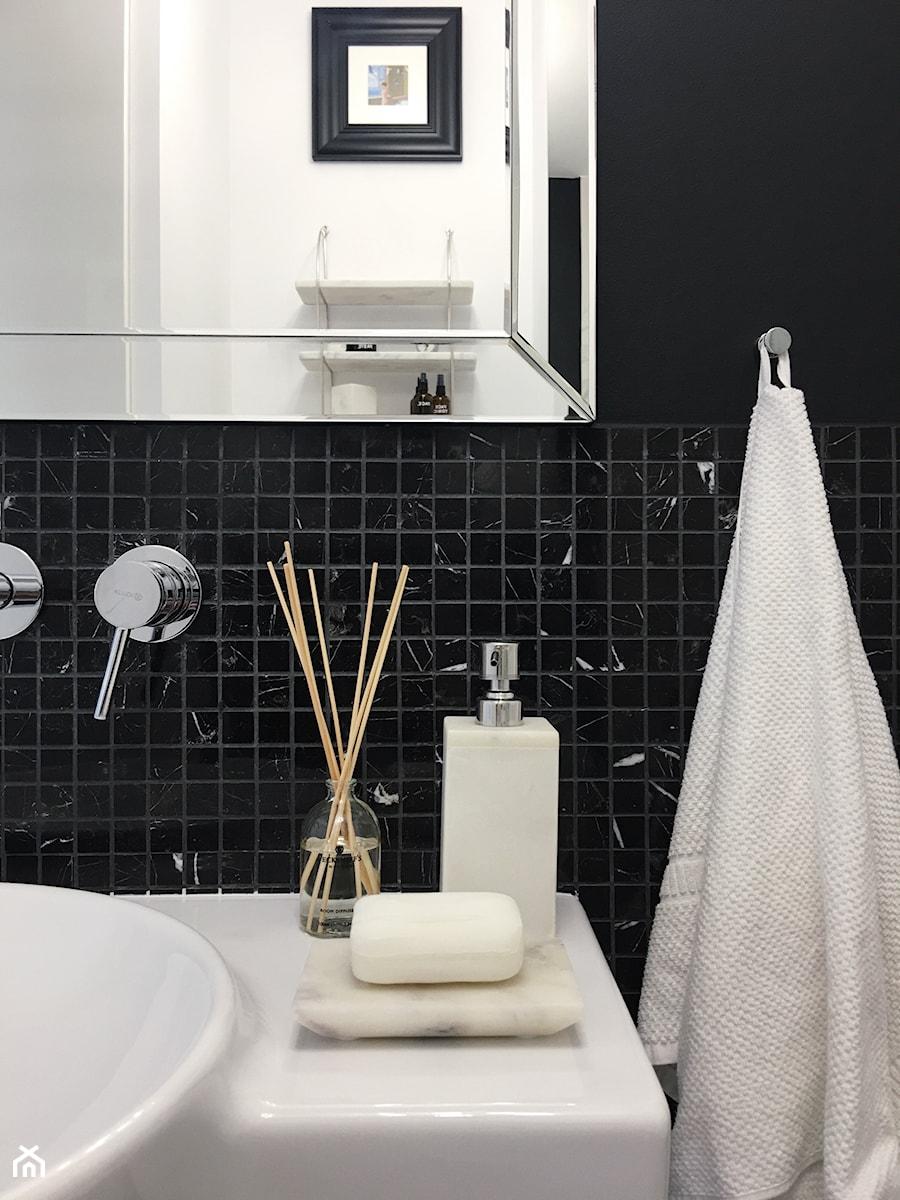 Konkurs O!Twórz Mieszkanie - Biała czarna łazienka - zdjęcie od Porta Drzwi