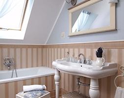 Konkurs O!Twórz Mieszkanie - Mała brązowa szara łazienka na poddaszu w domu jednorodzinnym z oknem, styl vintage - zdjęcie od Porta Drzwi