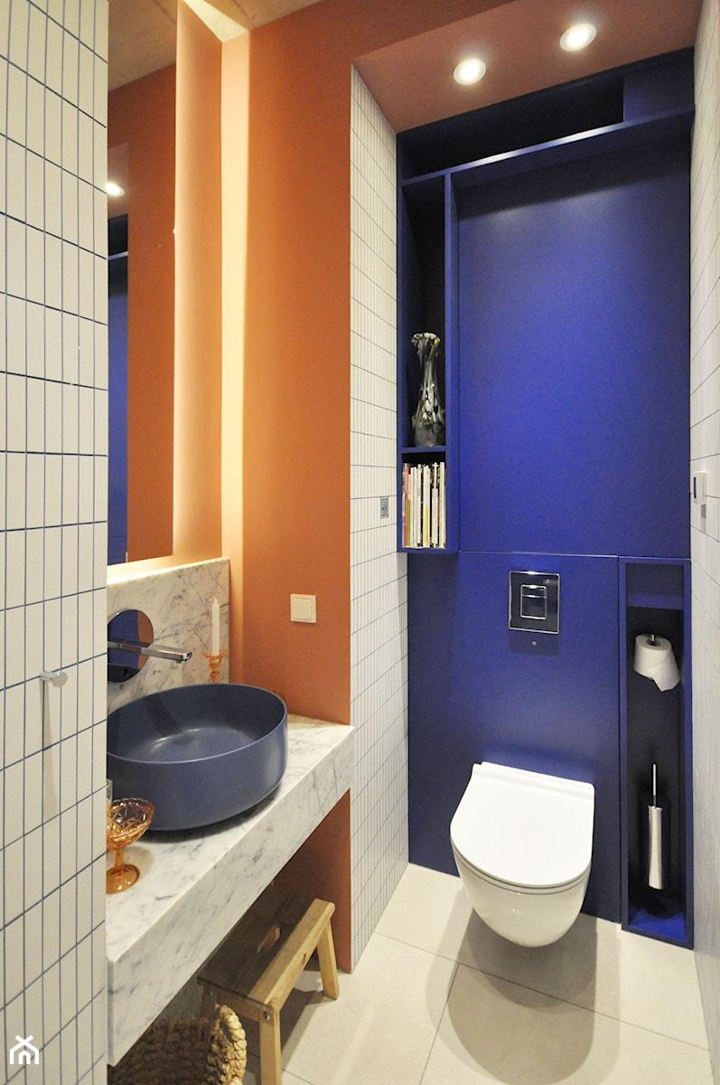 Konkurs O!Twórz Mieszkanie - Mała niebieska łazienka w bloku w domu jednorodzinnym bez okna, styl eklektyczny - zdjęcie od Porta Drzwi