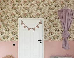 Konkurs O!Twórz Mieszkanie - Mały beżowy różowy kolorowy pokój dziecka dla dziewczynki dla malucha, styl eklektyczny - zdjęcie od Porta Drzwi