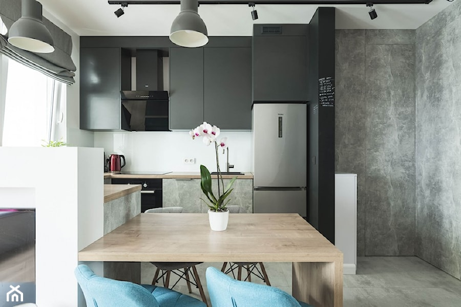 Konkurs O!Twórz Mieszkanie - Średnia otwarta szara kuchnia w kształcie litery u z oknem, styl industrialny - zdjęcie od Porta Drzwi