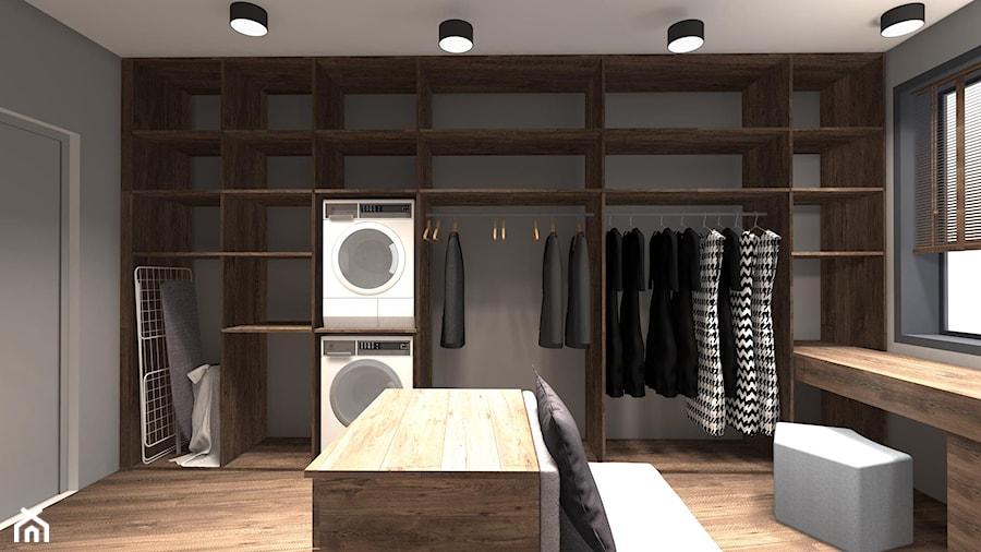 DOM ZE SKOSAMI W SUROWYM KLIMACIE - Duża zamknięta garderoba z oknem, styl minimalistyczny - zdjęcie od KRET'''KA PRACOWNIA PROJEKTOWA