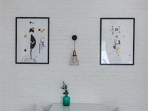 Biała cegła w salonie - zdjęcie od Dada design