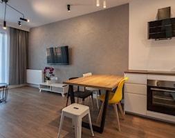 Gdańsk Motława - Średni szary biały salon z kuchnią z jadalnią, styl nowoczesny - zdjęcie od juliarz - Homebook