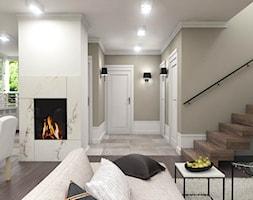 Dom w Kosówce - eklektycznie klasyczny - Duży biały beżowy salon z kuchnią z jadalnią, styl eklektyczny - zdjęcie od Studio 23A