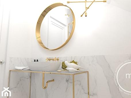Aranżacje wnętrz - Łazienka: Projekt łazienki, Tarnów, 2018 - Mała biała szara łazienka na poddaszu w domu jednorodzinnym bez okna, styl nowoczesny - M&M pracownia projektowania wnętrz. Przeglądaj, dodawaj i zapisuj najlepsze zdjęcia, pomysły i inspiracje designerskie. W bazie mamy już prawie milion fotografii!