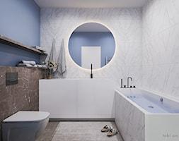 Light & Blue - Mała niebieska łazienka w bloku w domu jednorodzinnym bez okna, styl minimalistyczny - zdjęcie od Tobi Architects