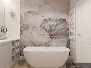 Łazienka z fototapetą z motywem roślinnym oraz wanną wolnostojącą - zdjęcie od sandroom