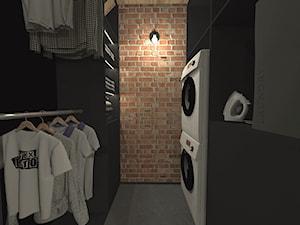 Męski loft w odrestaurowanych koszarach/garderoba - zdjęcie od sandroom