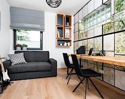 dom na Woli Justowskiej / projekt Avocado - Małe białe biuro pracownia domowe kącik do pracy w pokoju, styl minimalistyczny - zdjęcie od Mateusz Torbus / 7 TH IDEA