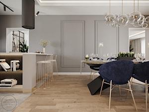 Nowoczesny i elegancki dom ze stylowymi dodatkami, z kobaltowym akcentem