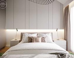 Dom szeregowy z połączeniem eleganckiego, ciemnego drewna i głębokiej zieleni - Sypialnia, styl now ... - zdjęcie od DEZEEN ARCHITEKCI Natalia Pęcka - Homebook
