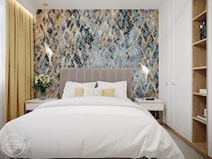 Odmienione wnętrze domu z jasną, wiosenną sypialnią