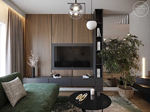 Dom szeregowy z połączeniem eleganckiego, ciemnego drewna i głębokiej zieleni