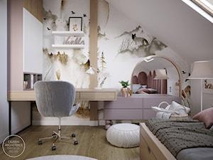 Pokój dla dziewczynki w bieli, różu i drewnie