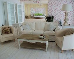 Apartament romantyczny - Mały biały salon, styl tradycyjny - zdjęcie od Aleksandra Bronszewska - Homebook