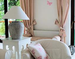 Apartament romantyczny - Mały szary salon, styl tradycyjny - zdjęcie od Aleksandra Bronszewska - Homebook