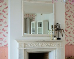 Apartament romantyczny - Mały biały różowy salon, styl tradycyjny - zdjęcie od Aleksandra Bronszewska - Homebook