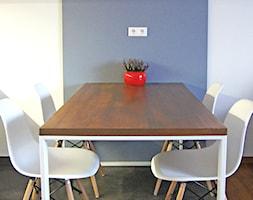 przytulnie i nowocześnie - Mała zamknięta niebieska szara jadalnia jako osobne pomieszczenie, styl nowoczesny - zdjęcie od Studio Modelowania Przestrzeni