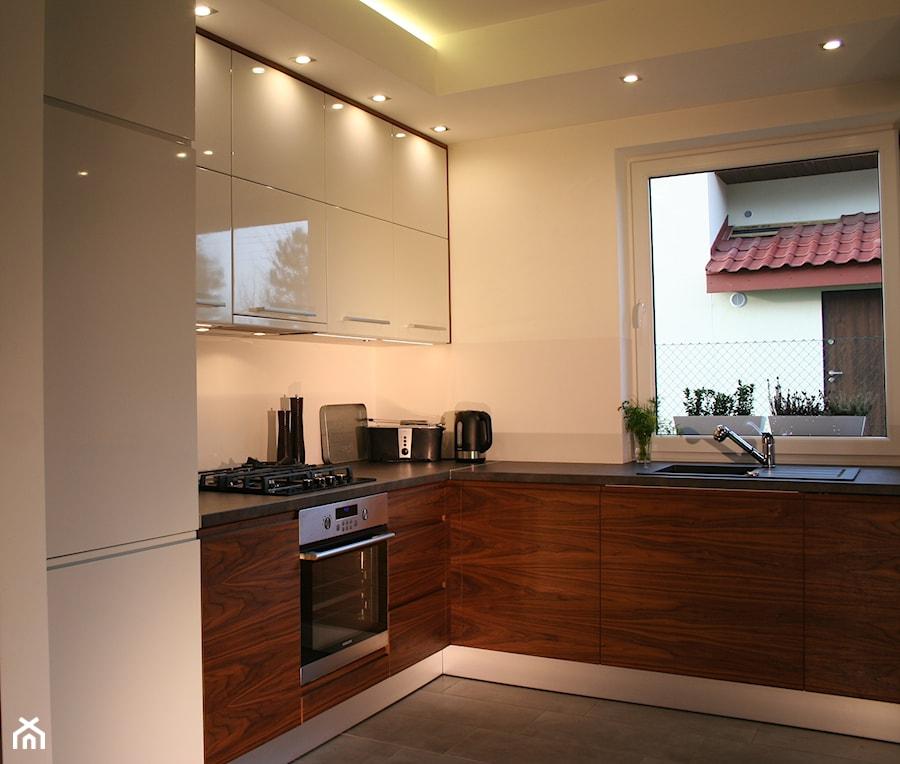 kuchnie rednia otwarta kuchnia w kszta cie litery l w aneksie styl nowoczesny zdj cie od. Black Bedroom Furniture Sets. Home Design Ideas