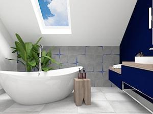 Łazienka salon kąpielowy - Średnia biała niebieska szara łazienka na poddaszu z oknem, styl nowoczesny - zdjęcie od ONE HOME Studio Architektury Wnętrz