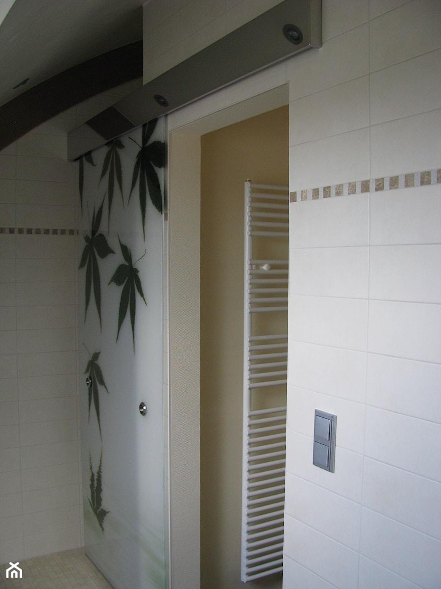 Szklane Drzwi Przesuwne Mleczne Z Grafiką Zdjęcie Od