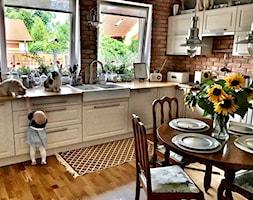 Kuchnia z elementami industrialnymi i vintage - zdjęcie od KAROLINA MEARS Stylizacje wnętrz